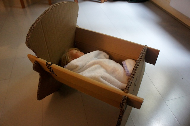 Как из коробки сделать кровать для беби бона