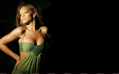 rihanna_topless_wallpaper_fun_hungama