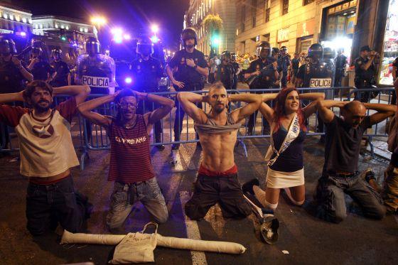 Espanha: MANIFESTANTES E POLÍCIAS VOLTAM A OCUPAR CENTRO DE MADRID
