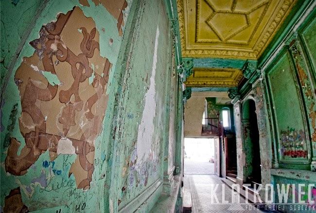 Szczecin. Klatka schodowa z dawnymi malowidłami.
