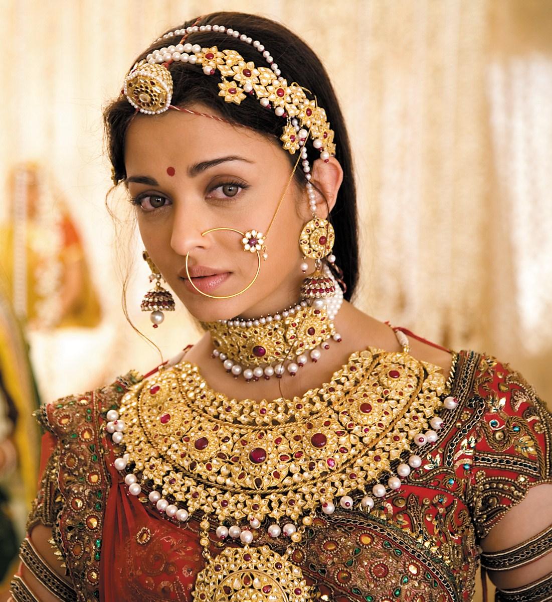 http://1.bp.blogspot.com/-JHE_ZQecShk/TyfAY1sbjDI/AAAAAAAABAo/2pEXylmV62M/s1600/Indian-Bridal-Jewelry-2.jpg