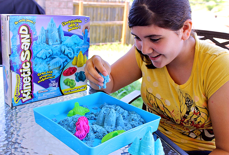 SpinMaster's Kinectic Sand offers a mess free, colorful, way to explore creative and sensory play anytime. #ad