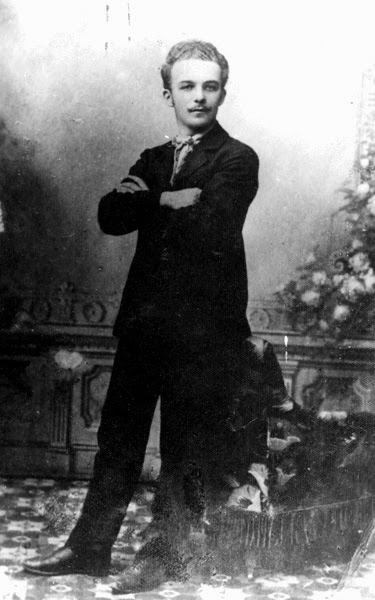 Roman Piekarski (ur. 28.02.1886 w Końskich, został stracony 4.06.1909). Fotografia ze zbiorów Muzeum X Pawilonu Cytadeli Warszawskiej.
