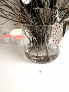 . de eitjes geplakt en met een zwarte stift wat stippen op de andere . (img )