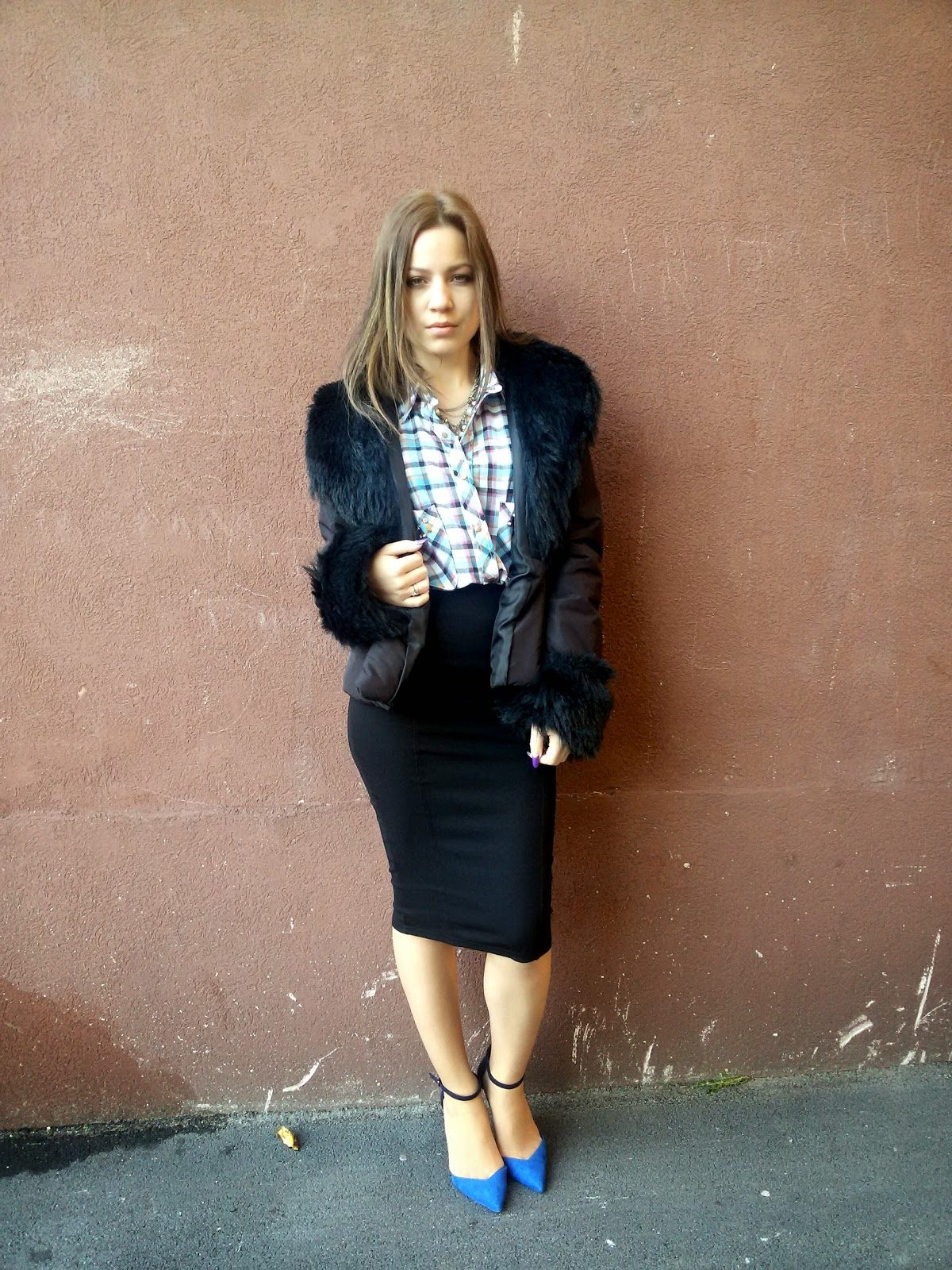 outfit, zara strappy heels, zara pointed heels, zara sandals, pull and bear black pencil skirt, black faux fur jacket, blue plaid shirt, statement necklace