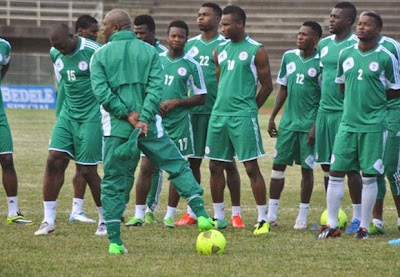 Ebola Update : John Obi Mikel arrives super eagles camp in protective gloves