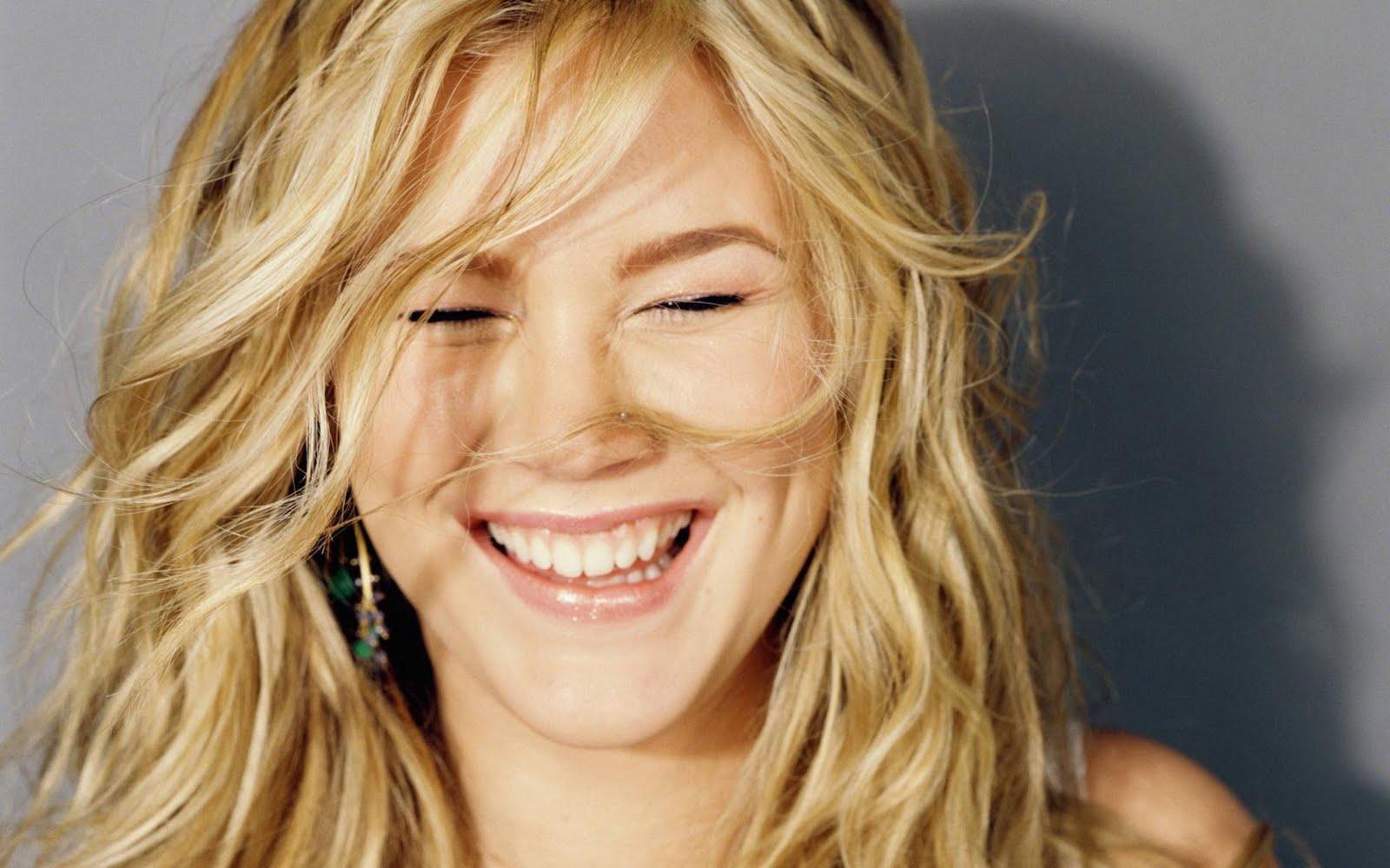 http://1.bp.blogspot.com/-JI-v-kcUJzE/TosGWEBLtCI/AAAAAAAAANE/OA7S-w80G-o/s1600/joss_stone_laugh.jpg