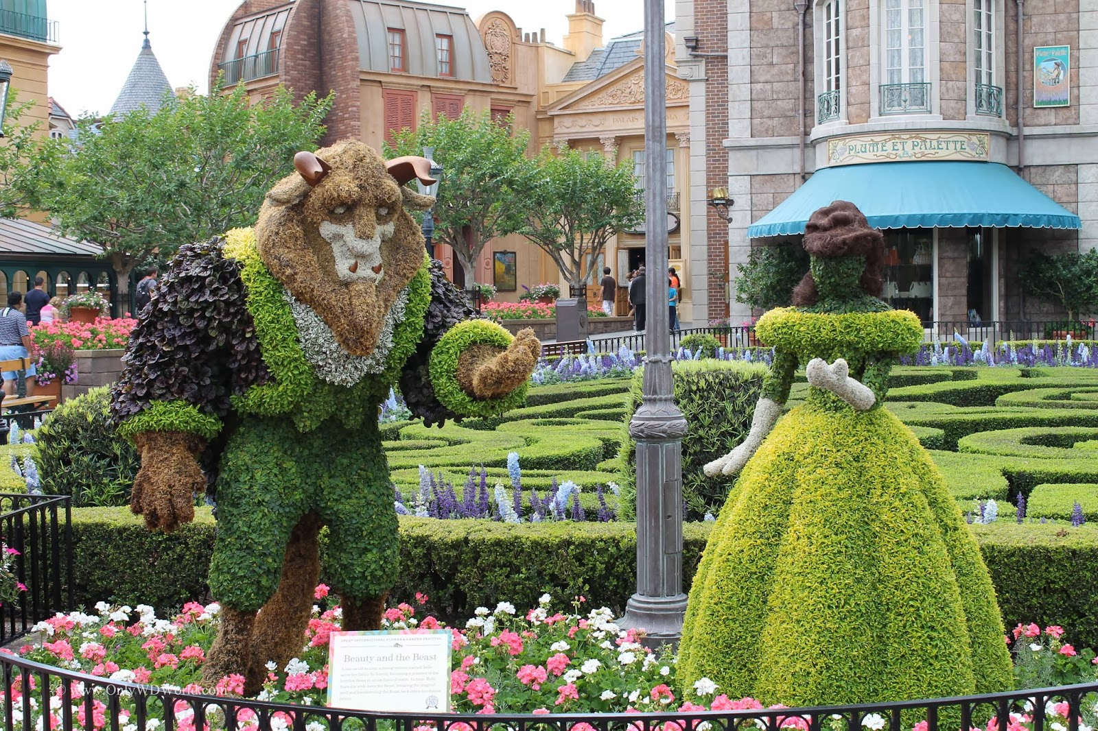 Top 5 Disney World Character Couples In Topiary At The Epcot Flower Garden Festival Disney