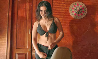 Sunny Leone's Hot Stripping Image in Jackpot