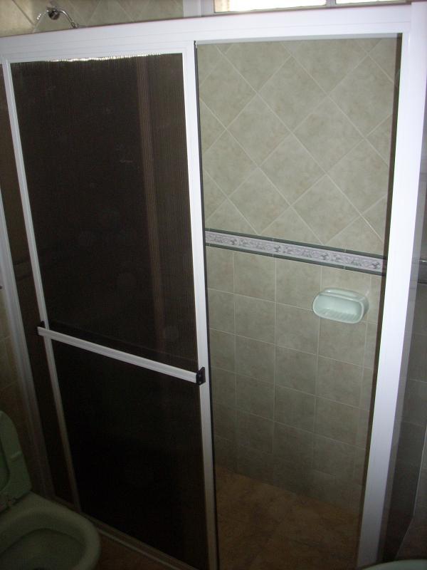 Good glass cortinas de ba o en aluminio y vidrio - Cortinas para puertas de aluminio ...
