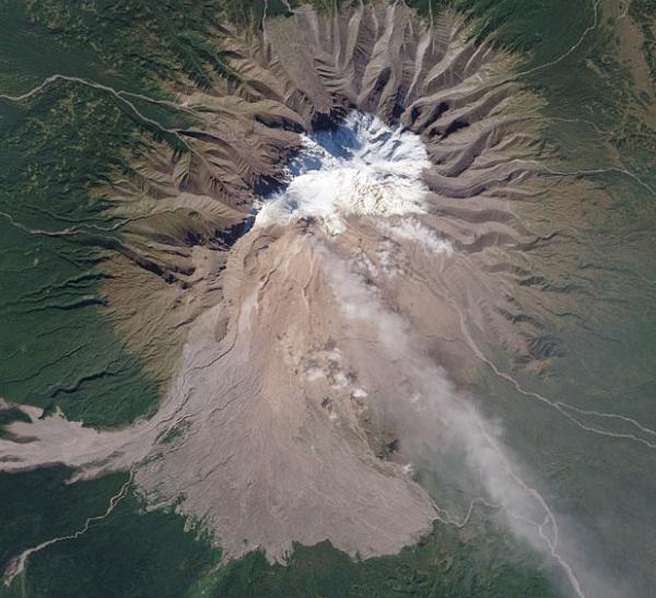 Gunung Stratovolcano Shiveluch, Semenanjung Kamchatka, Russia