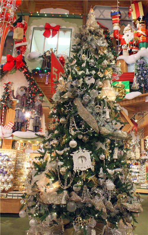 - Condo Blues: 7 Dazzling Christmas Trees