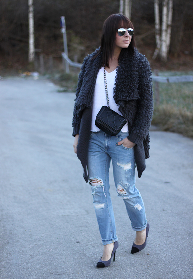 outfit-trend-fashionblogger-who-is-mocca-hut-kombinieren-boyfriend-jeans-oasap-cardigan-fluffy-oversize-pumps