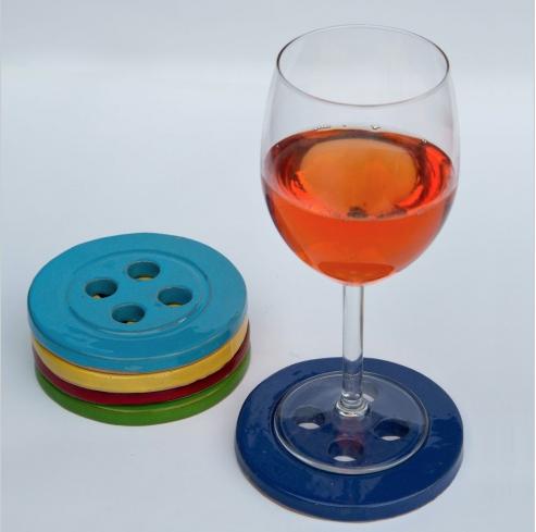 http://www.lovethesign.com/prodotti/tavola-e-cucina/accessori-cucina/mark-pepper/5-sottobicchieri-multicolor