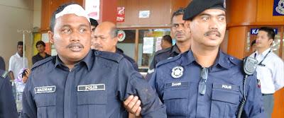 Polis dibelasah penjenayah