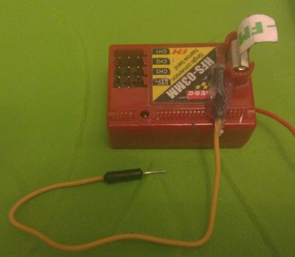 Rcarduino How To Read Rc Receiver Ppm Stream Car Wiring Diagram 2ch Am Reciver A Male Jumper Wire Attached The Hacked Hitec Ready For Connection Arduino
