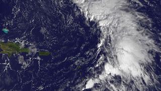 Atlantische Hurrikansaison 2011: Verdächtiges Gebiet bei Kleinen Antillen vor Eintritt in die Karibik, Atlantik, aktuell, Satellitenbild Satellitenbilder, November, Dezember, 2011, Hurrikansaison 2011, Tammy,