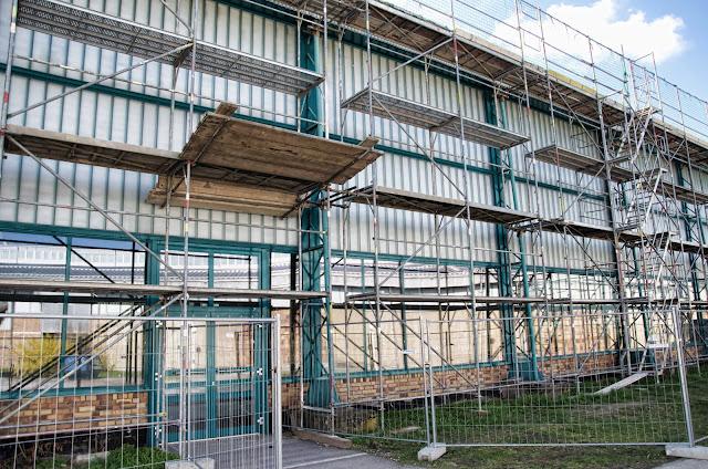 Baustelle Sanierung der Dachhaut und Ertüchtigung des Stahltragewerkes, Eissporthalle im Sportforum Berlin, Konrad-Wolf-Straße, 13053 Berlin, 27.03.2014