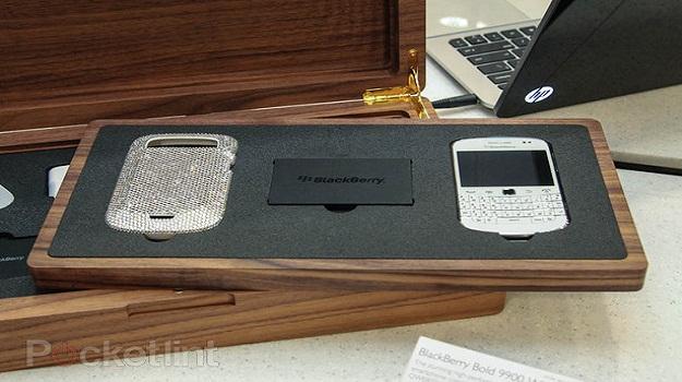 BlackBerry Dakota Edisi Swarovski Dibandrol Rp 40 juta