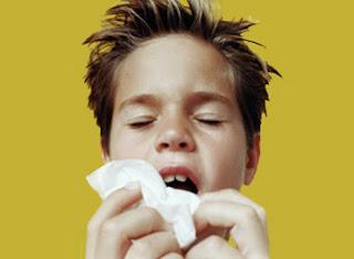 Qué pasa si reprimes un estornudo