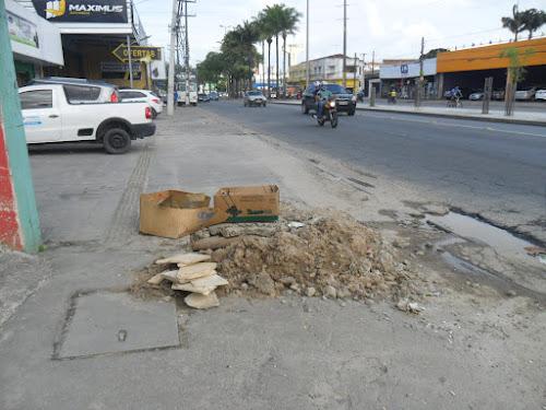 Compesa realizou serviço em cano estourado na calçada