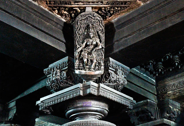 Sculptures of Madanika's on the central four pillars, in the pic is Gandharva Shilabalike