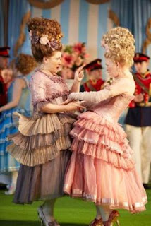 Andreea Soare, Kathryn Rudge - Cosi fan tutte - Garsington - photo Mark Douet