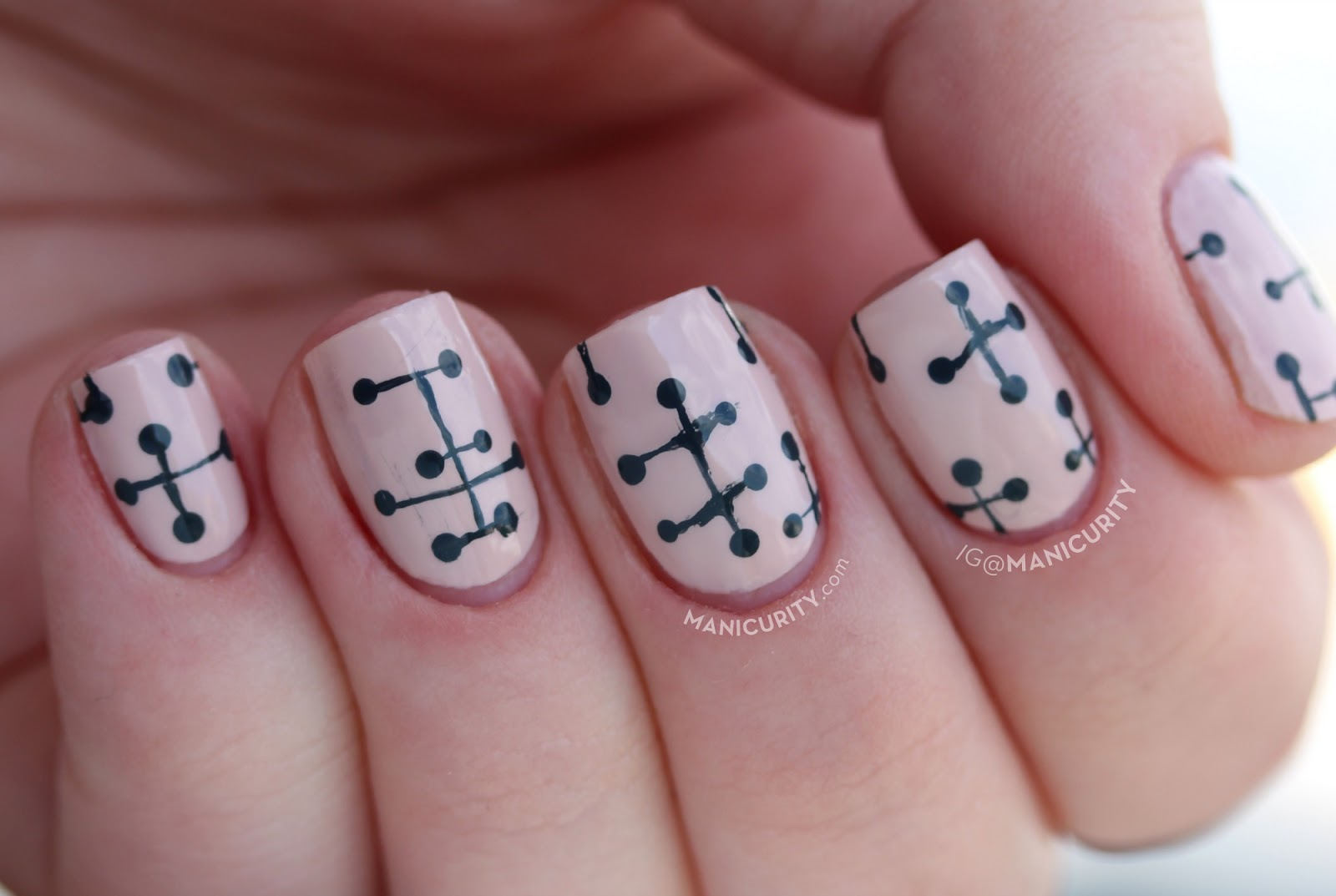 The Digit-al Dozen does Vintage: Eames Dot Pattern Nails with Floss Gloss Dinge and Faded - easy nail art idea! | Manicurity.com