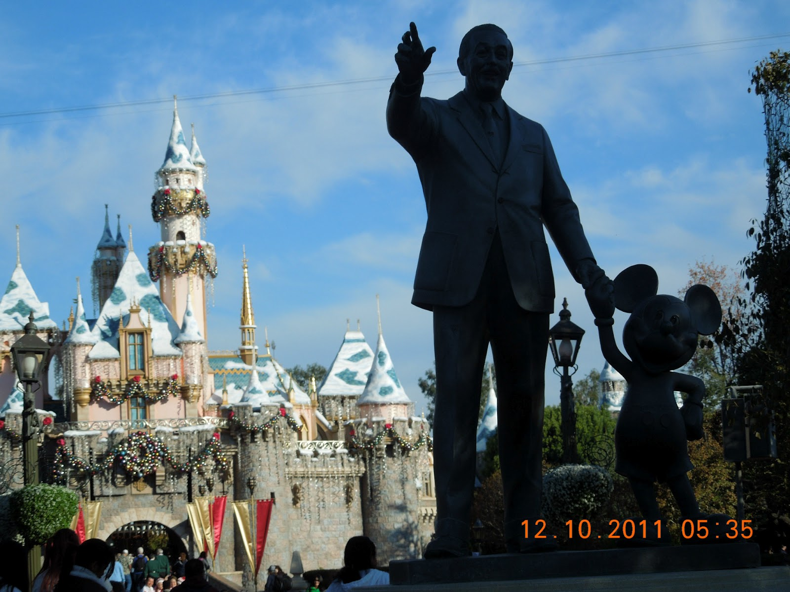 A Cutermouse View Of Main Street Usa Mickey Mouse And Walt Disney