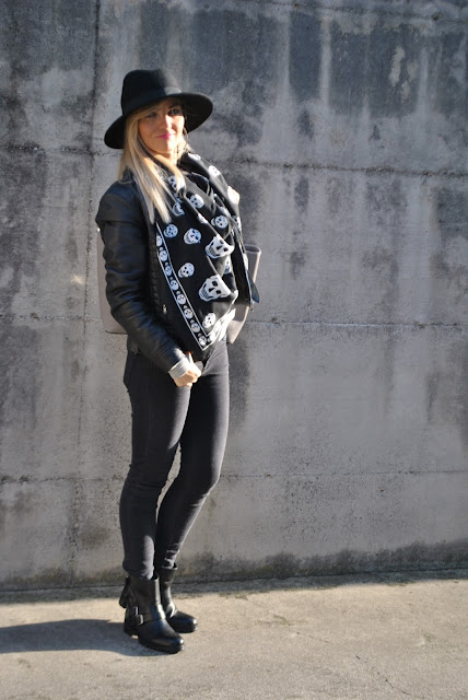 outfit jeans neri come abbinare i jeans neri abbinamenti jeans neri jeans skinny neri skinny black jeans black jeans how to wear black jeans how to combine black jeans outfit dicembre 2015 december outfits outfit casual invernali outfit casual autunnali outfit sporty fall casual outfit mariafelicia magno fashion blogger colorblock by felym fashion blog italiani fashion blogger italiane blog di moda blogger italiane di moda fashion blogger bergamo fashion blogger milano fashion bloggers italy italian fashion blogger influencer italiane italian influencer italian fashion bloggers