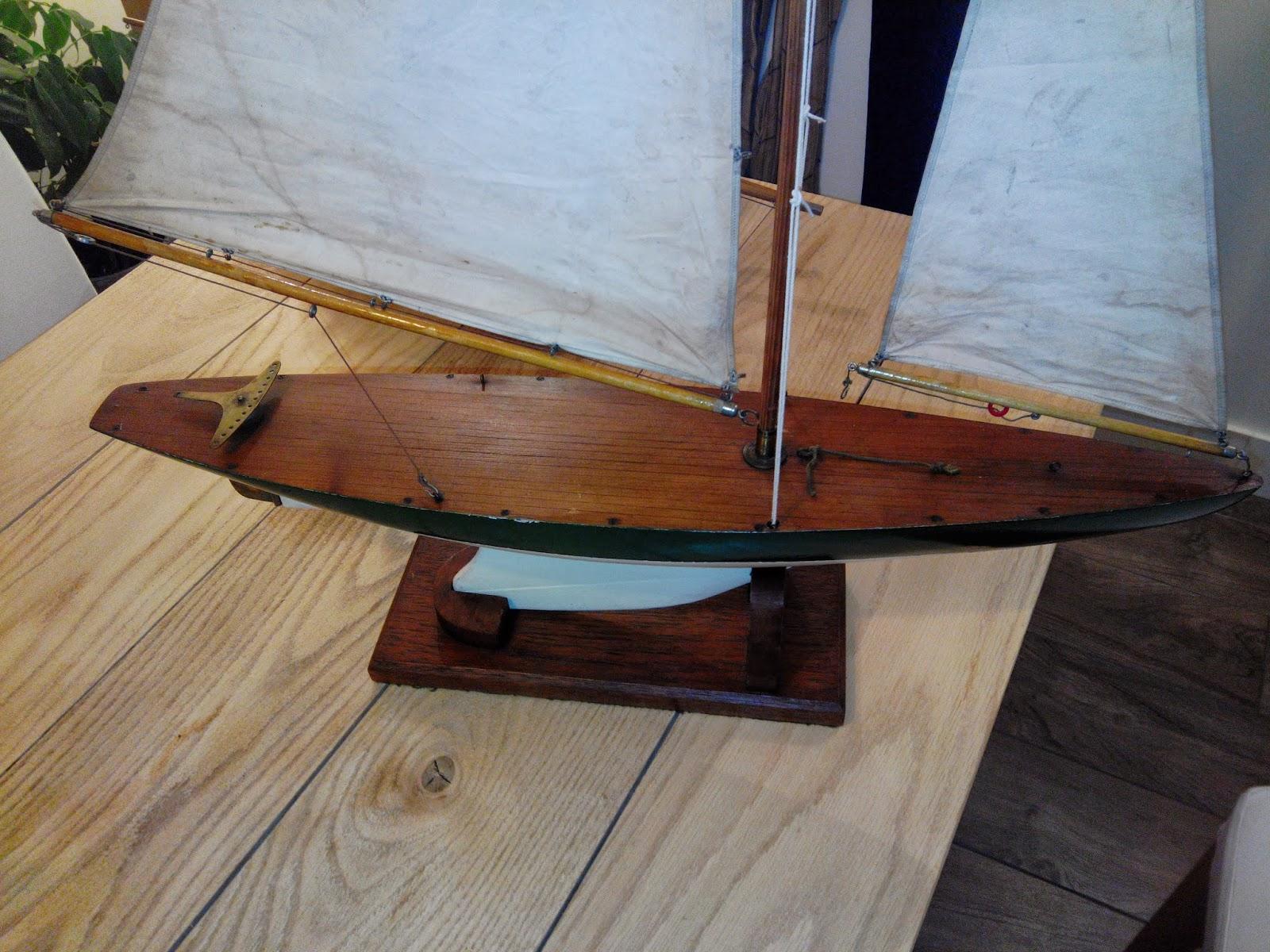 Voiliers De Bassin Pond Yachts Racer Anglais Blanc Vert