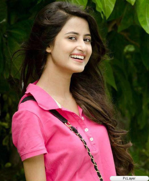 TOP CHARTS CELEBRITY: Sajal Ali