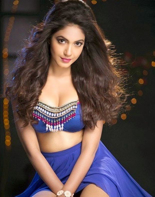 Ritu Varma Half Skirt Hot Pictures
