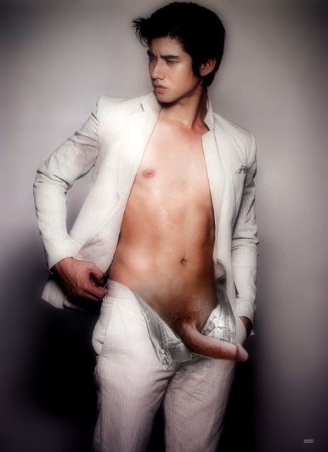 nude pic of mario maurer