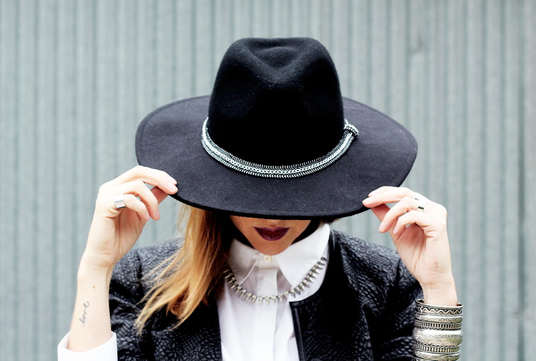 10-cappello-tesa-larga-con-catena-stradivarius