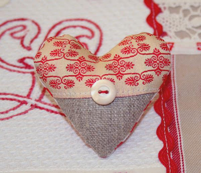 vintage-style heart-shaped magnet