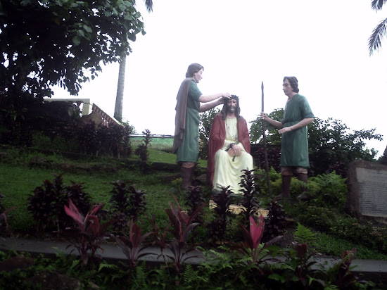 Image of Jesus Christ being crowned with thorns