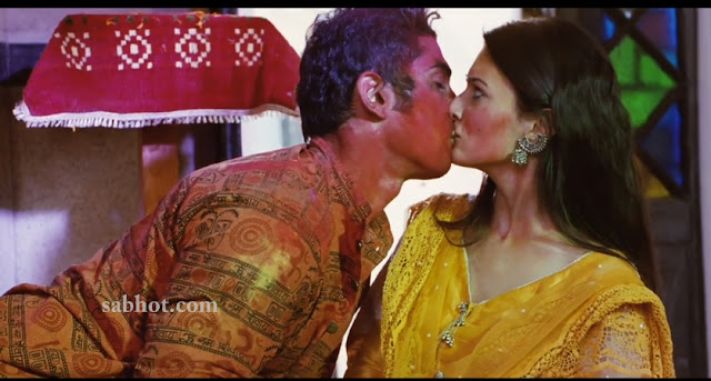 Prateik Babbar and Amyra Dastur hot kiss stills from Issaq