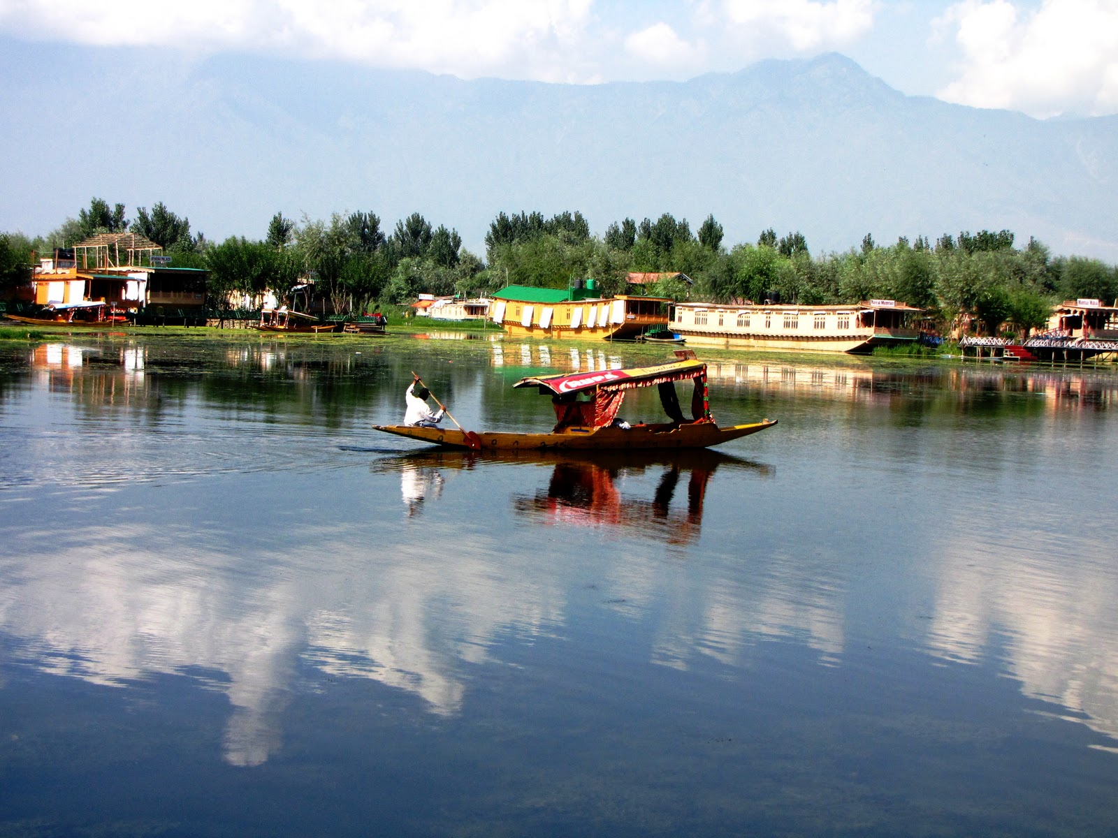 """kashmir the paradise on earth It was the persian poet amir khusru who referred to kashmir as a paradise on earth there is a old stone plaque in i think, shalimar gardens, which proclaims agar firdous baroye zameen ast, hami asto, hami asto hami ast"""", meaning &quotif there is a p."""