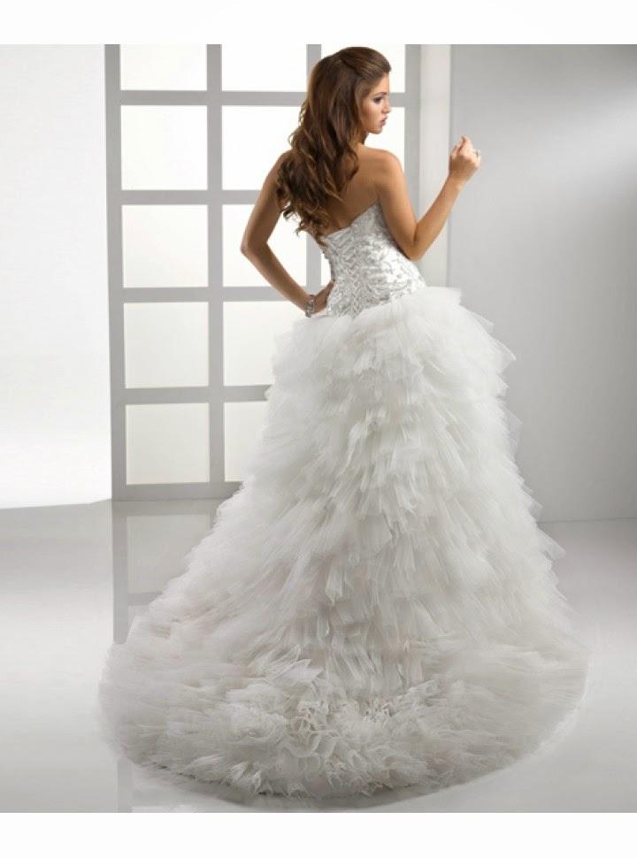 Vestido de Novia Strapless, Apliques en Pecho y Falda en Capas Cortas de Tul con Abertura Lateral