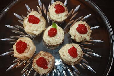 vegan raspberry tiramisu cupcake