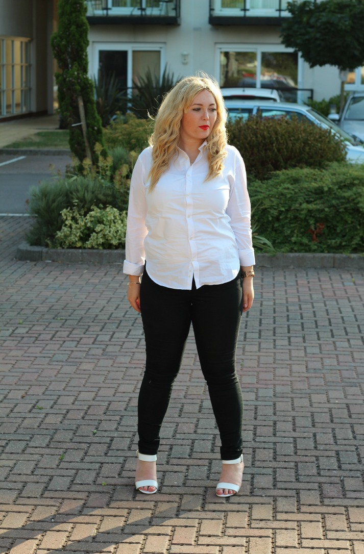 Crisp white shirt, masculine tailoring, black skinny jeans new look, white block heeled chunky sandals primark,