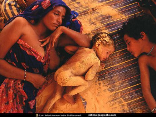 mãe africana e filhos