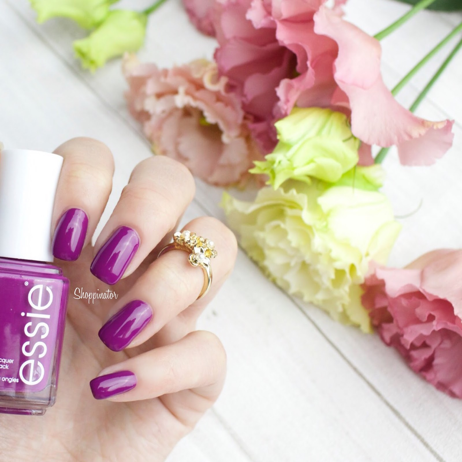 essie-spring-le-frühling-swatches-swatch-review-flowerista-lila-flowers-nagellack-nailpolish-limitiert-notd-nailoftheday