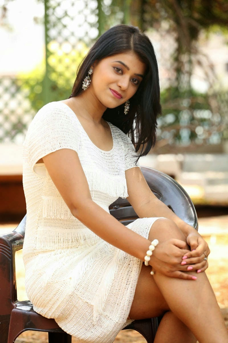 Actress Yamini Bhaskar Hot Glamorous Photos