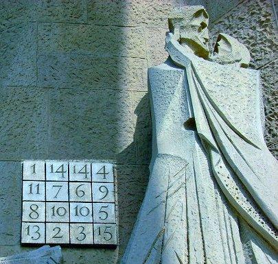 O Sudoku de Ant.Gaudi no portal da Sagrada Família em Barcelona
