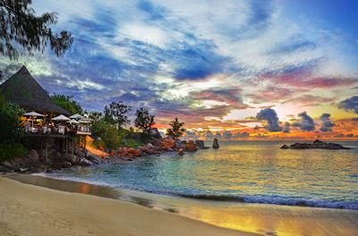 Cafetería en la playa tropical - Memorias de un atardecer - Sunset