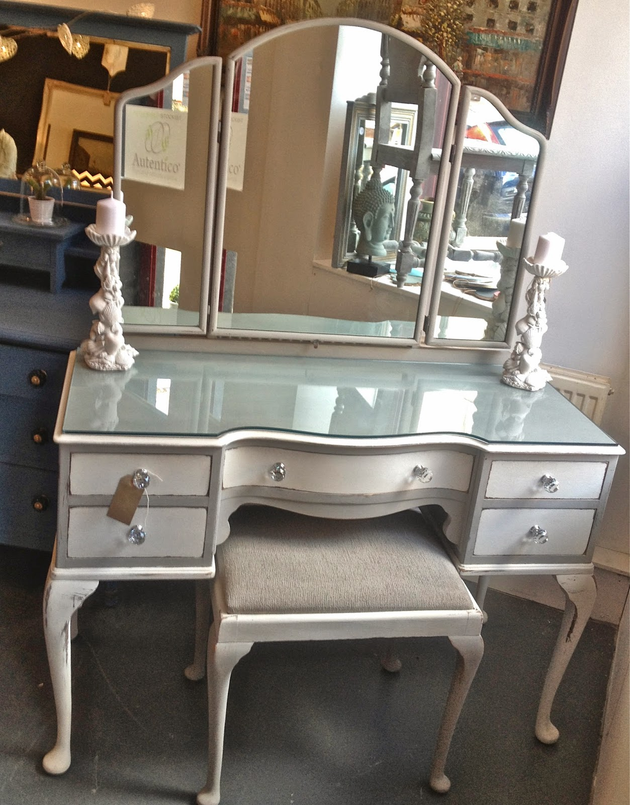 Chouchou vintage queen anne dressing table and stool refurb shabby chic dressing table heres a couple of looks at her majesty as was before queen anne repro was very popular in the 1950s and this piece would geotapseo Images