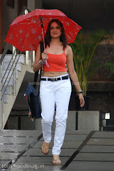 ADITI AGARWAL NEW HOT PICTURE STILLS in red top