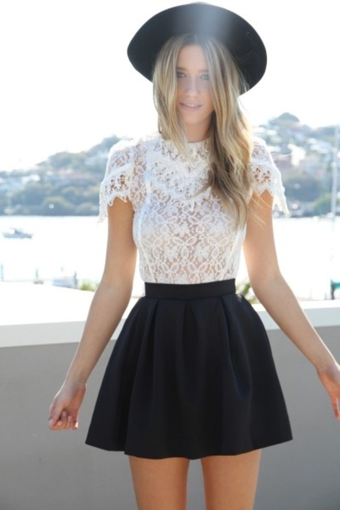 What Top to Wear with a Skater Skirt